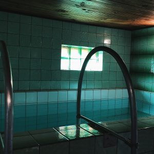 Маленькая банька с бассейном на 4-5 человек